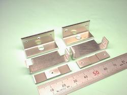 板金加工(組立前) : アルミニウム A5052P t2.0 試作加工(組立前の板金加工、ワイヤーカット部品6点)